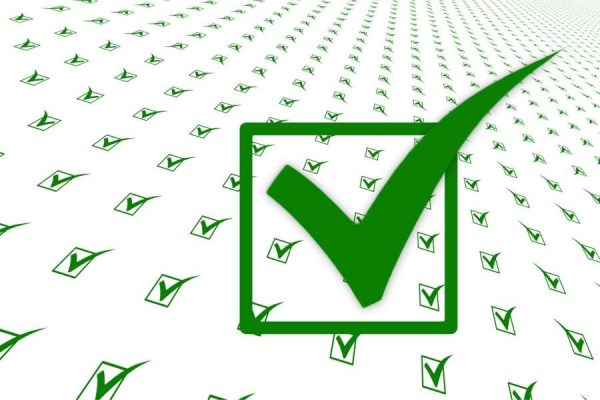 Green checkmarks illustrating the qualities of a professional San Marcos roofing company
